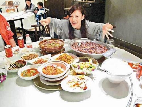 出招:每餐八分饱,五谷主食不可少,多吃菜,少食肉,肠胃功能才会好!