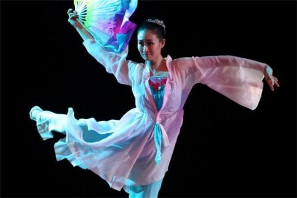 男孩子学中国舞好不好