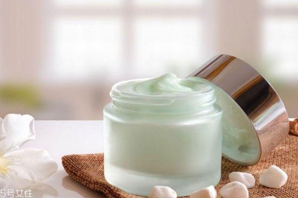 油性皮肤可以用霜吗 乳和霜哪个好呢