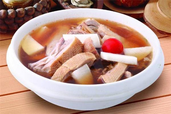 老鸭汤怎么做不腥 老鸭汤里面煮什么配菜
